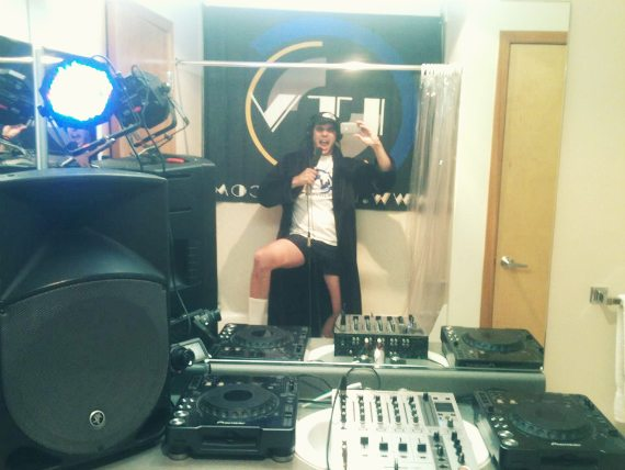 [UPDATED] STREAMING DJ SHOW BOOTED FROM STUDIO – ITS OWNER TAKES SWEET REVENGE!